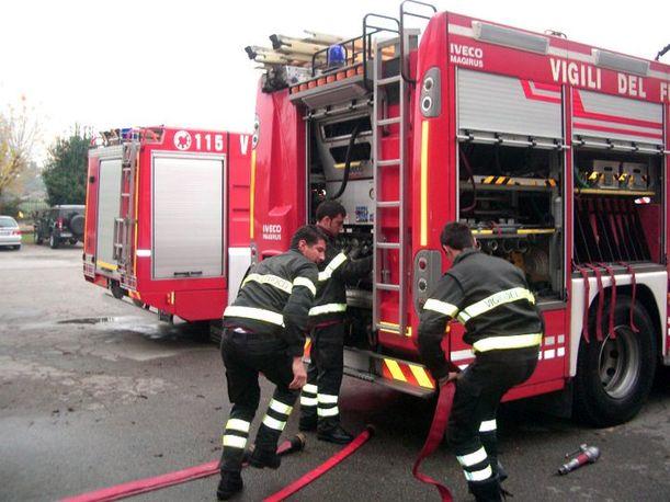 Incendio in un'abitazione di Lumezzane, tre squadre dei Vigili del Fuoco al lavoro