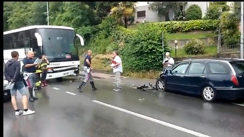 Frontale tra un Autobus e una Lancia Libra: grave un bambino