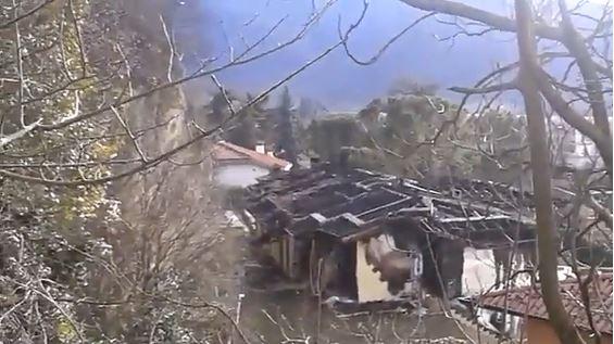 Mompiano, i resti della villa distrutta dall'incendio