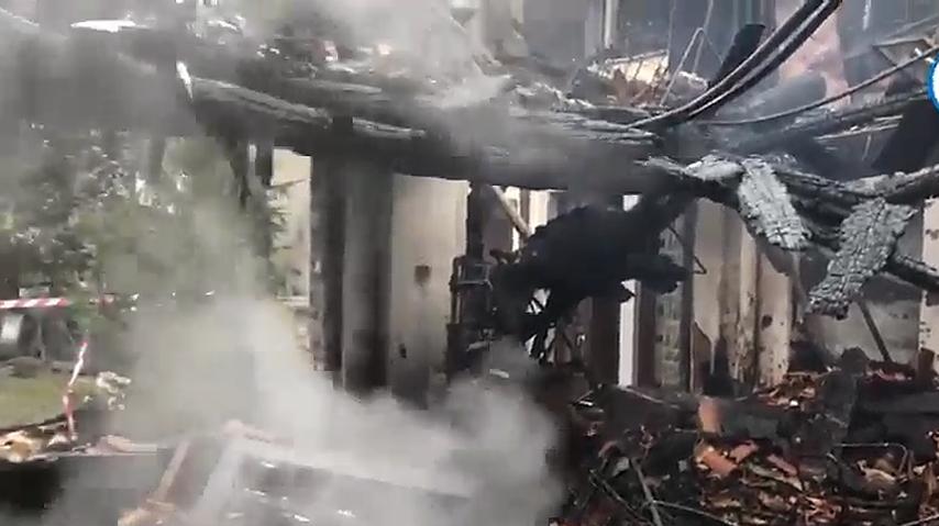 Incendio alle Cantine Capoferri, forse una lanterna cinese la causa