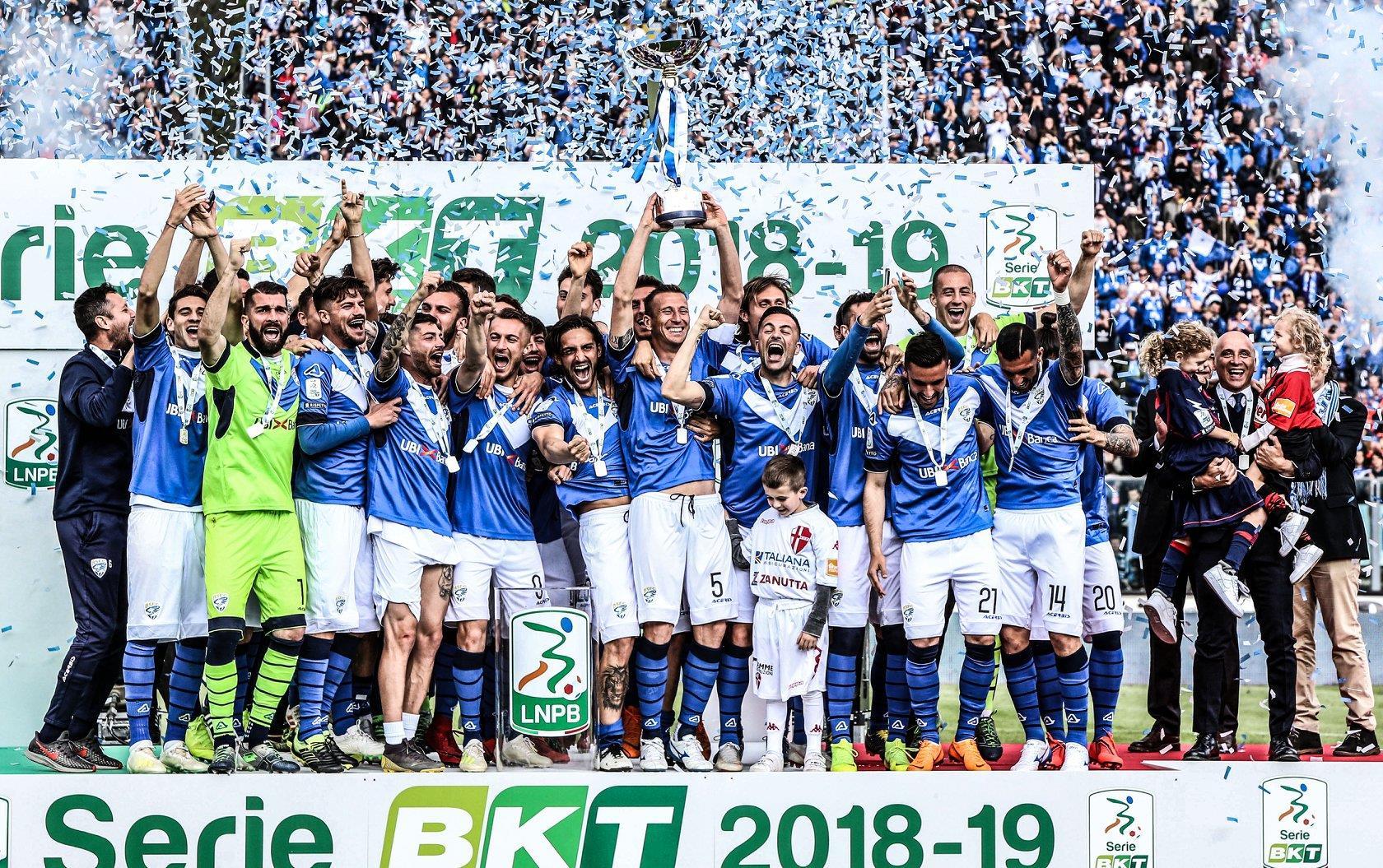 Brescia E Qui La Festa La Consegna Della Coppa Della Serie B
