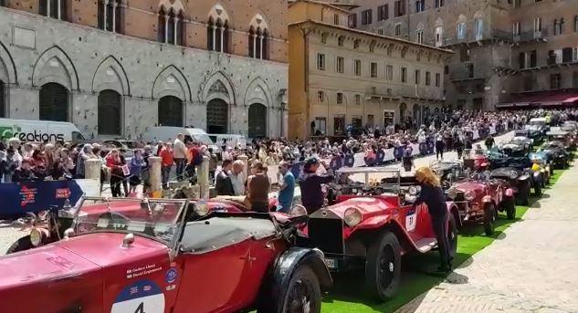 1000 Miglia, l'arrivo a Siena in Piazza del Campo