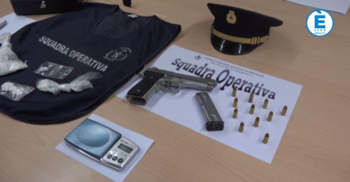 88 grammi di cocaina e una Beretta calibro 9 in casa, arrestato un uomo