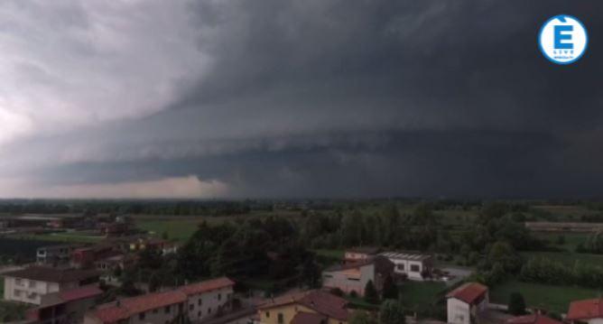 Altra ondata di maltempo sul Bresciano: pesante grandinata in città