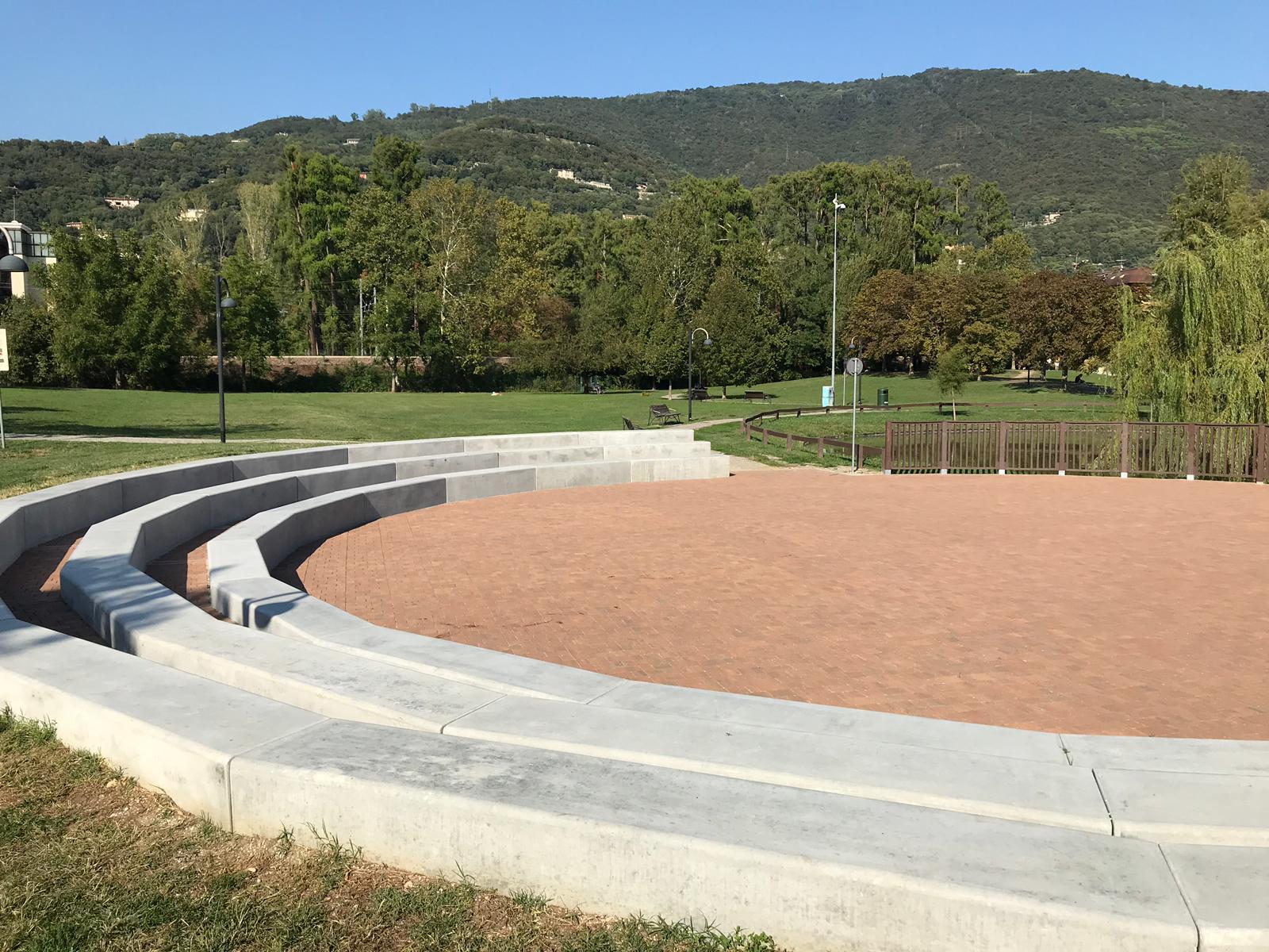 Nuova arena e parapetto in plastica riciclata, il Parco Ducos 2 si rifà il look