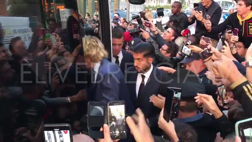 Juventus, l'arrivo a Brescia e a Villa Fenaroli a Brescia tra centinaia di tifosi