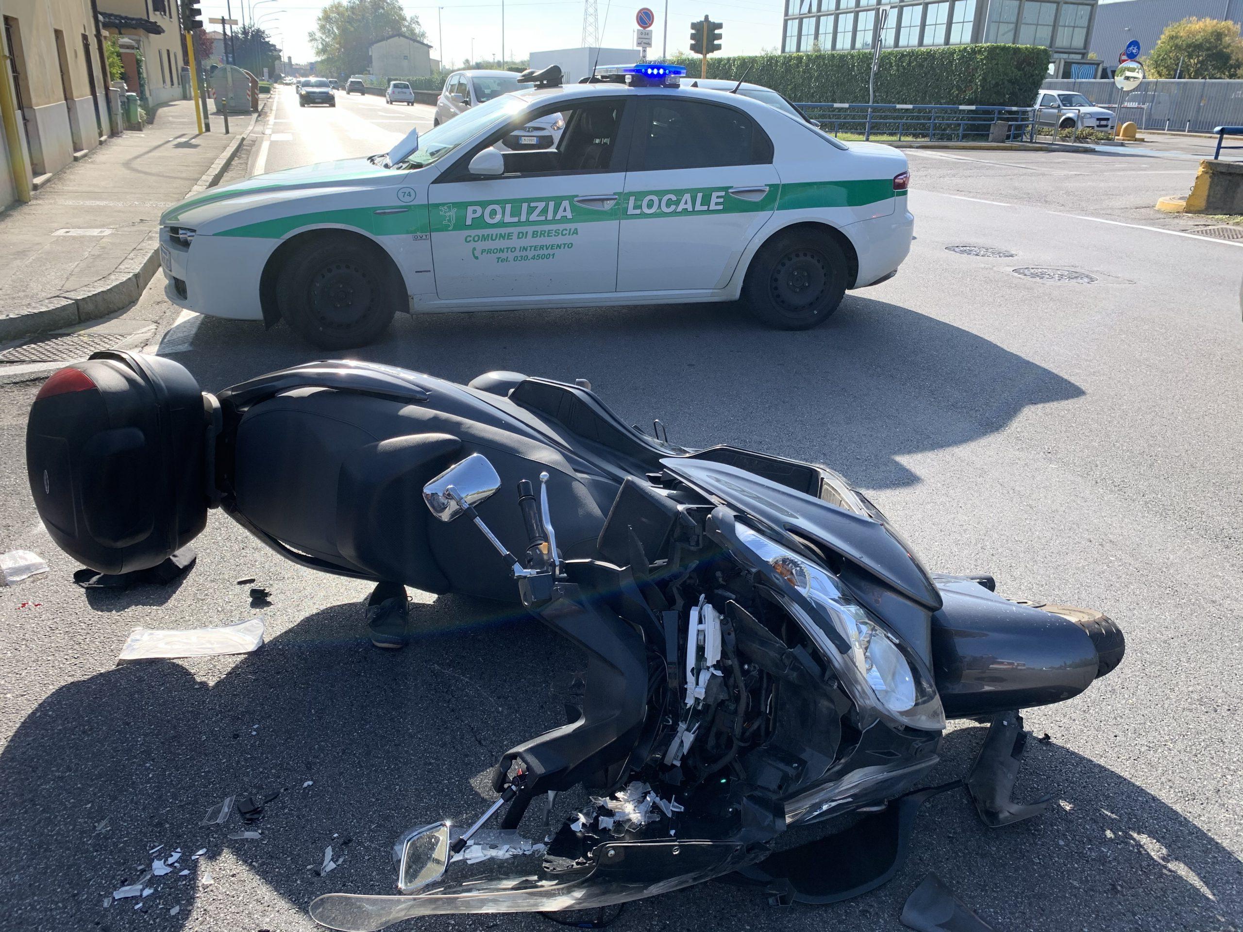 Via S. Polo, auto contro moto, gravissimo scooterista