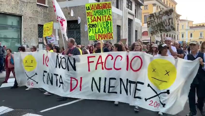 """""""Io non faccio finta di niente"""", in 15mila a Brescia per dire """"Basta Veleni"""""""