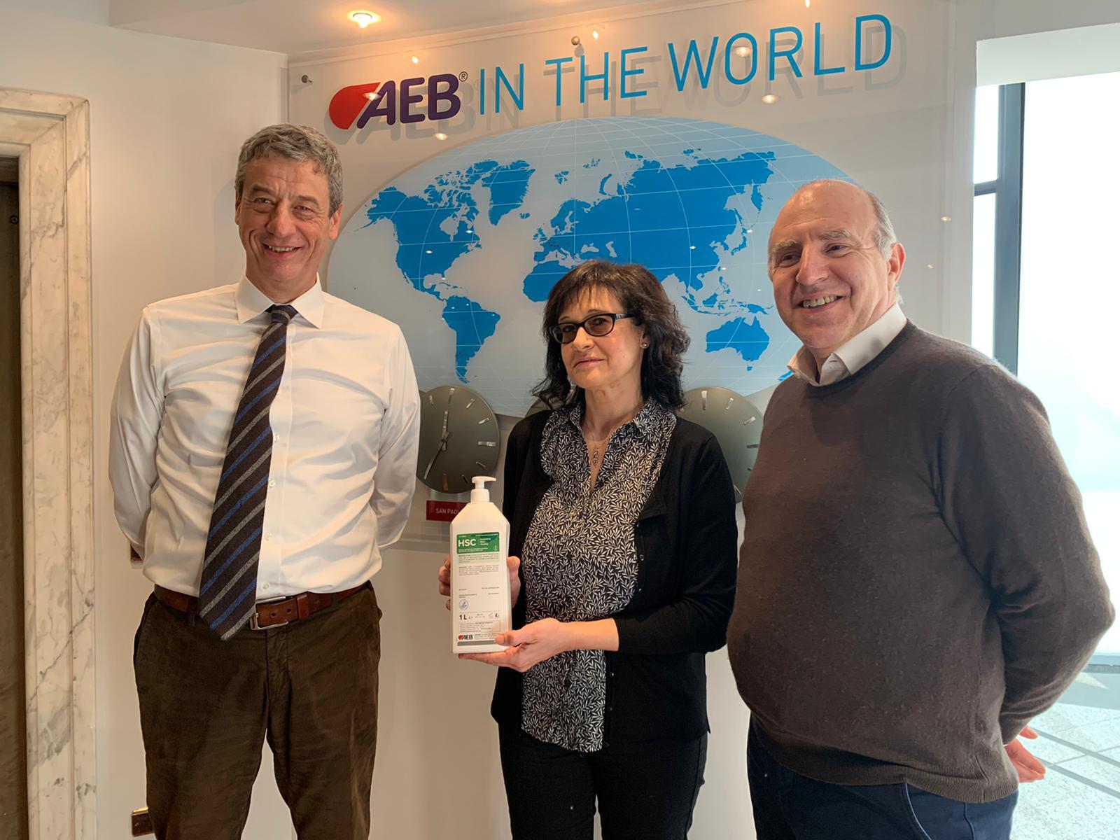 AEB dona 500 flaconi di sapone igienizzante ai cittadini