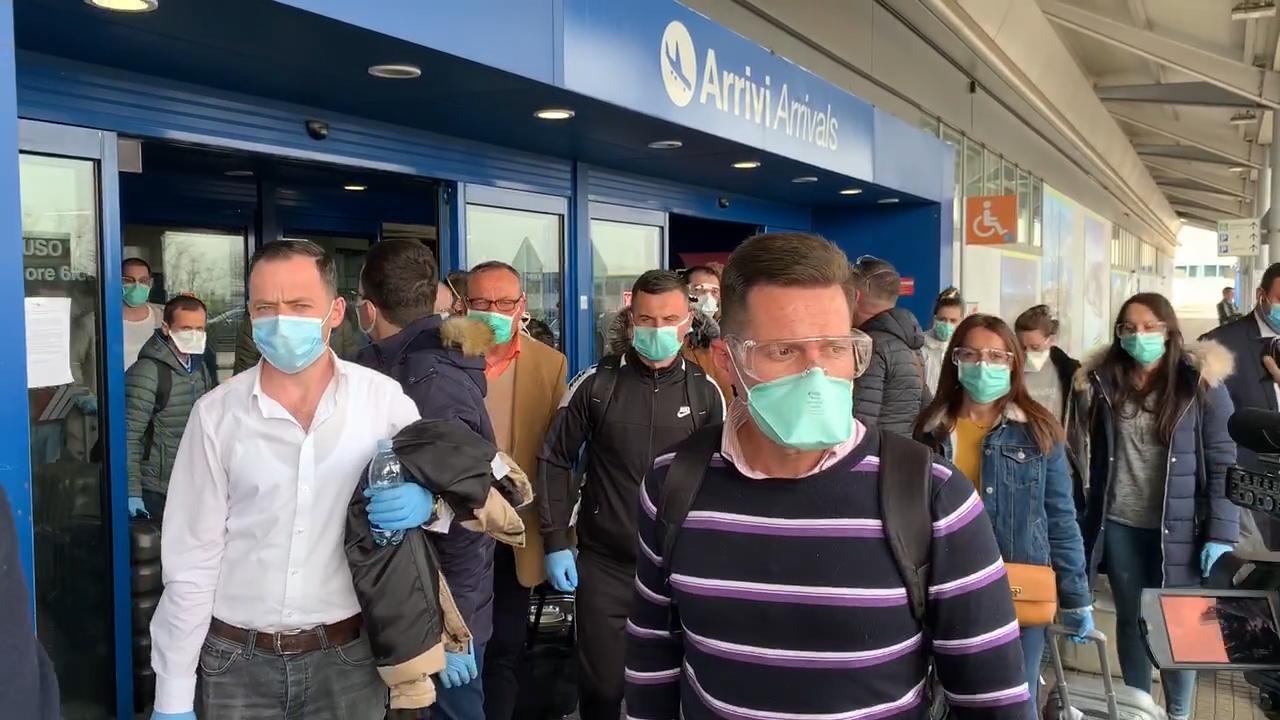 Coronavirus, il volto e le voci dei medici e infermieri albanesi appena sbarcati a Verona