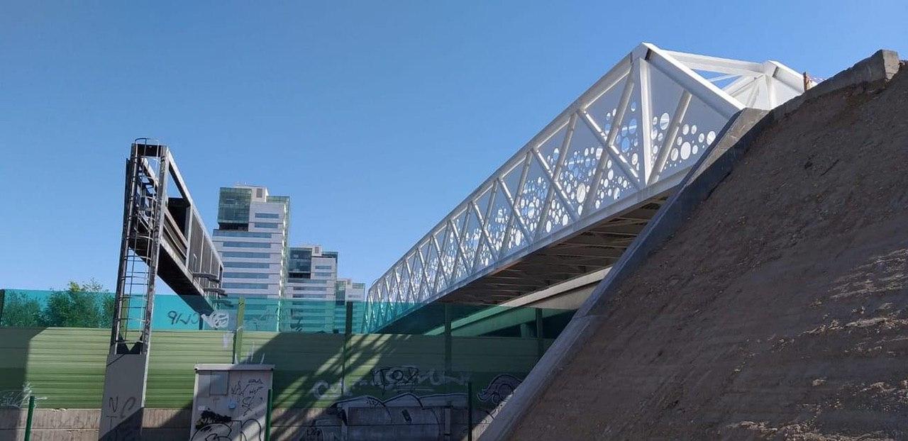 Posizionato il ponte ciclopedonale, prove di carico il 4 maggio