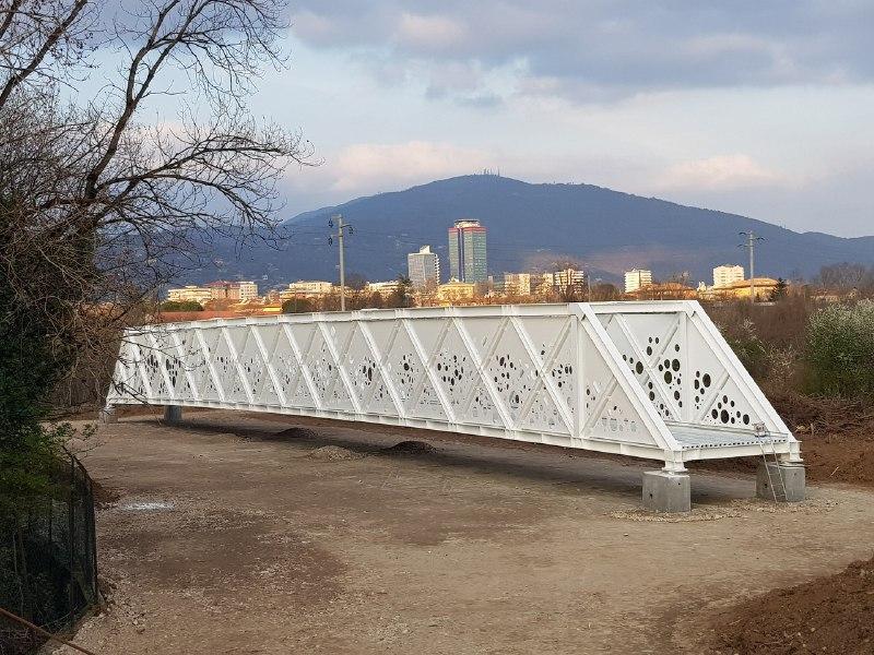 Questa sera verrà posato il ponte ciclopedonale di via Flero