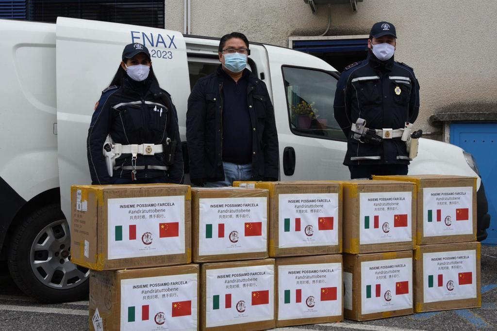 Antonio Chen dona 20.000 mascherine a Brescia