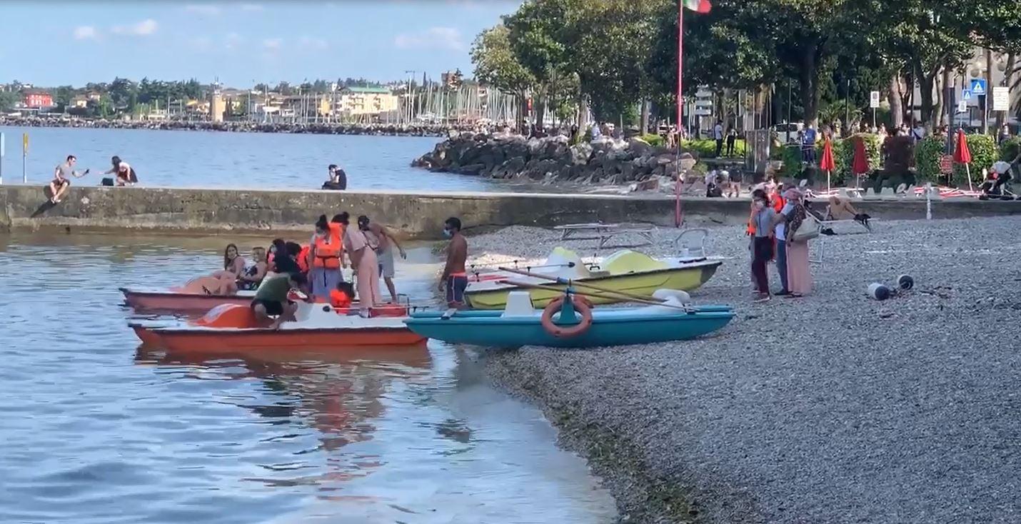 Sole, spiaggia e lago. A Desenzano inizia la stagione estiva 2020 in sicurezza
