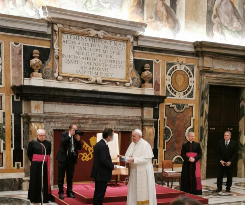 """Fontana a Papa Francesco, """"La aspettiamo nei luoghi della sofferenza"""""""