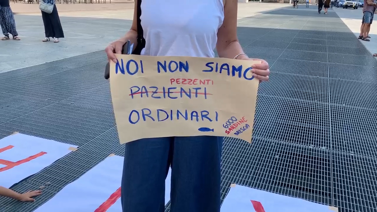 In piazza per chiedere le dimissioni di Fontana e Gallera