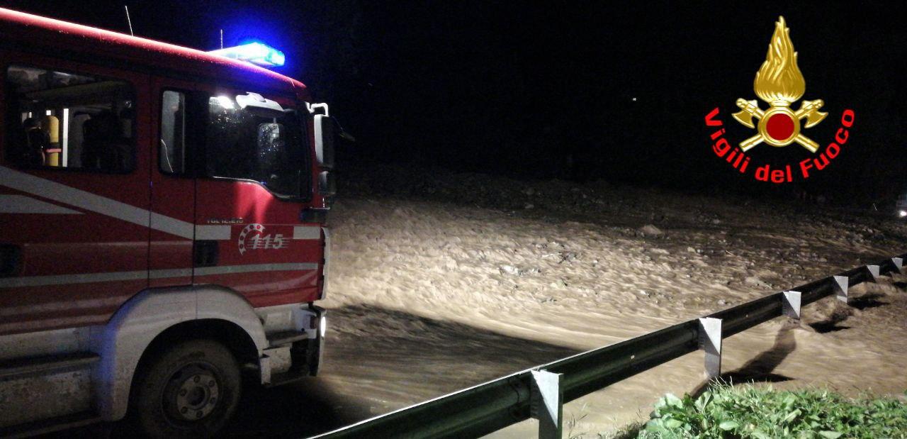 Bomba d'acqua in alta Valle Camonica. Esonda il torrente Arcanello. Salvata una donna in auto