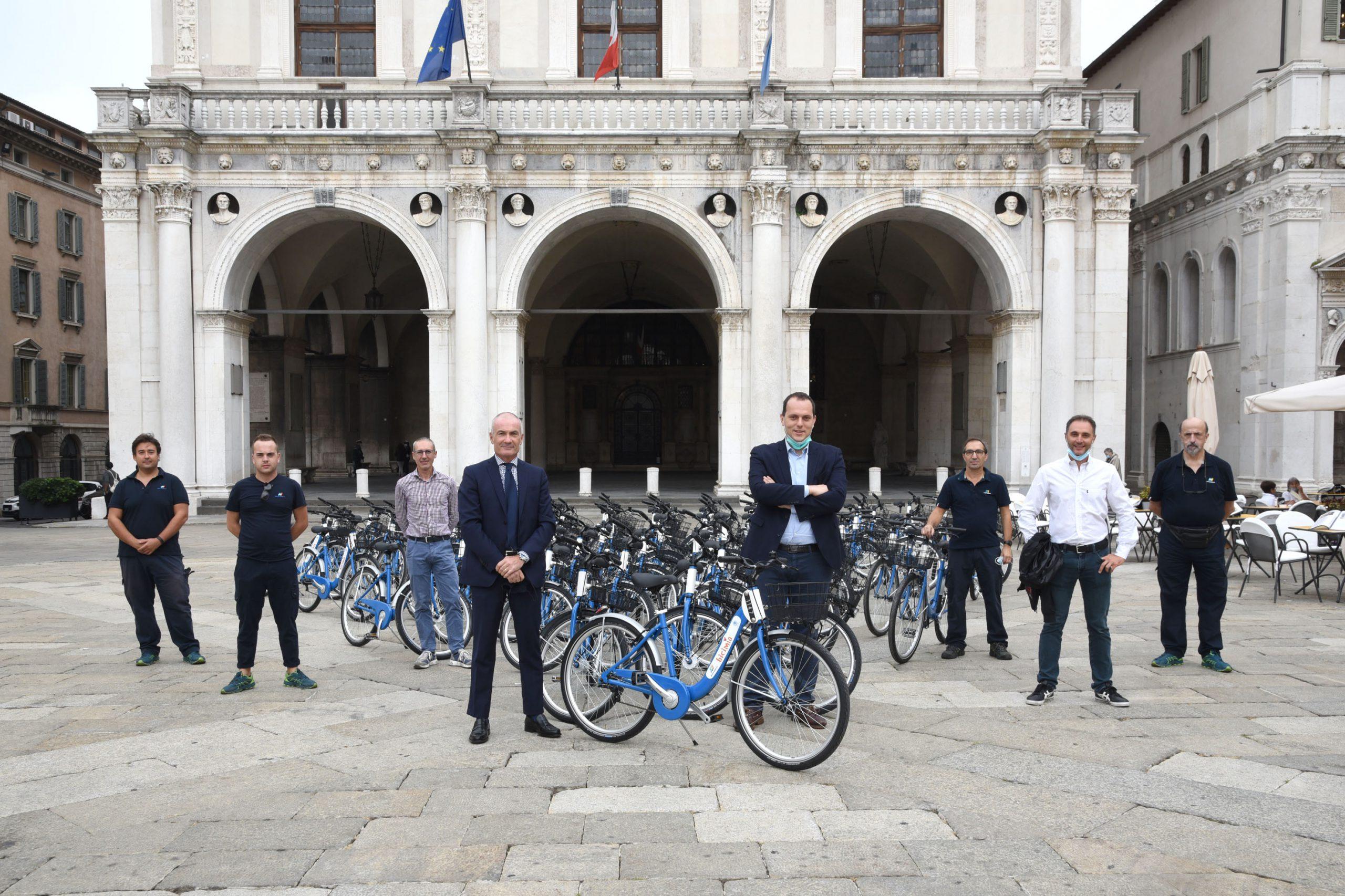 """Bicimia cresce ancora: 150 nuove biciclette """"azzurro Brescia"""""""