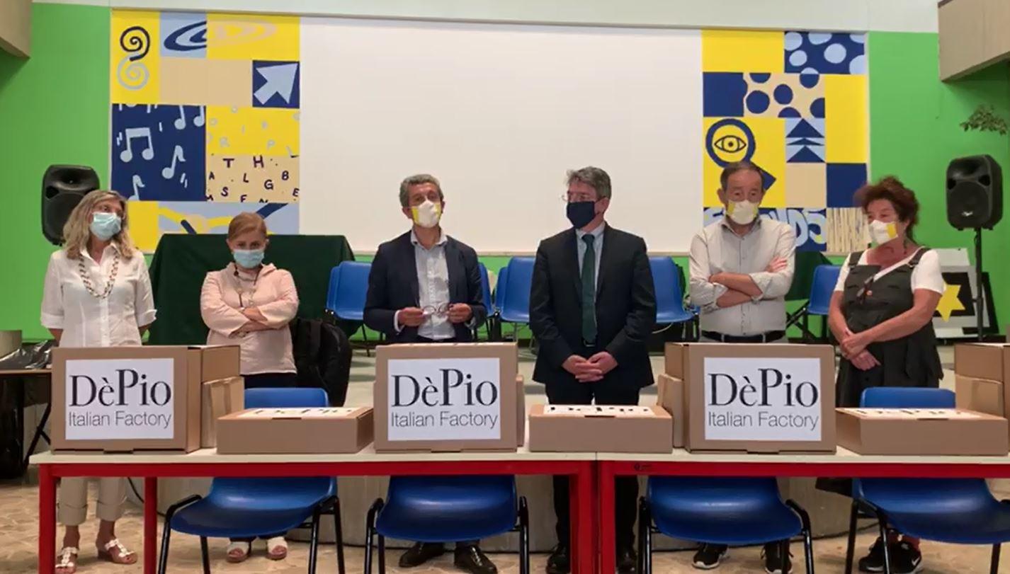 Donazione ai docenti bresciani: la mascherina lavabile DèPio sbarca nelle scuole