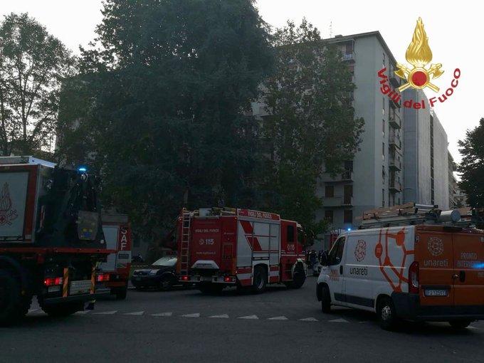 Esplosione in un appartamento di Milano, ci sono feriti gravi. IL VIDEO