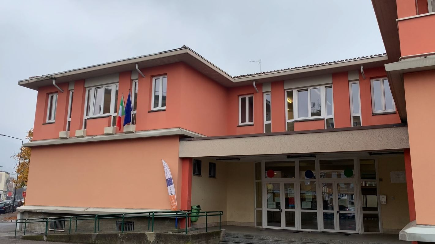 Infissi e servizi igienici nuovi alla scuola Carducci