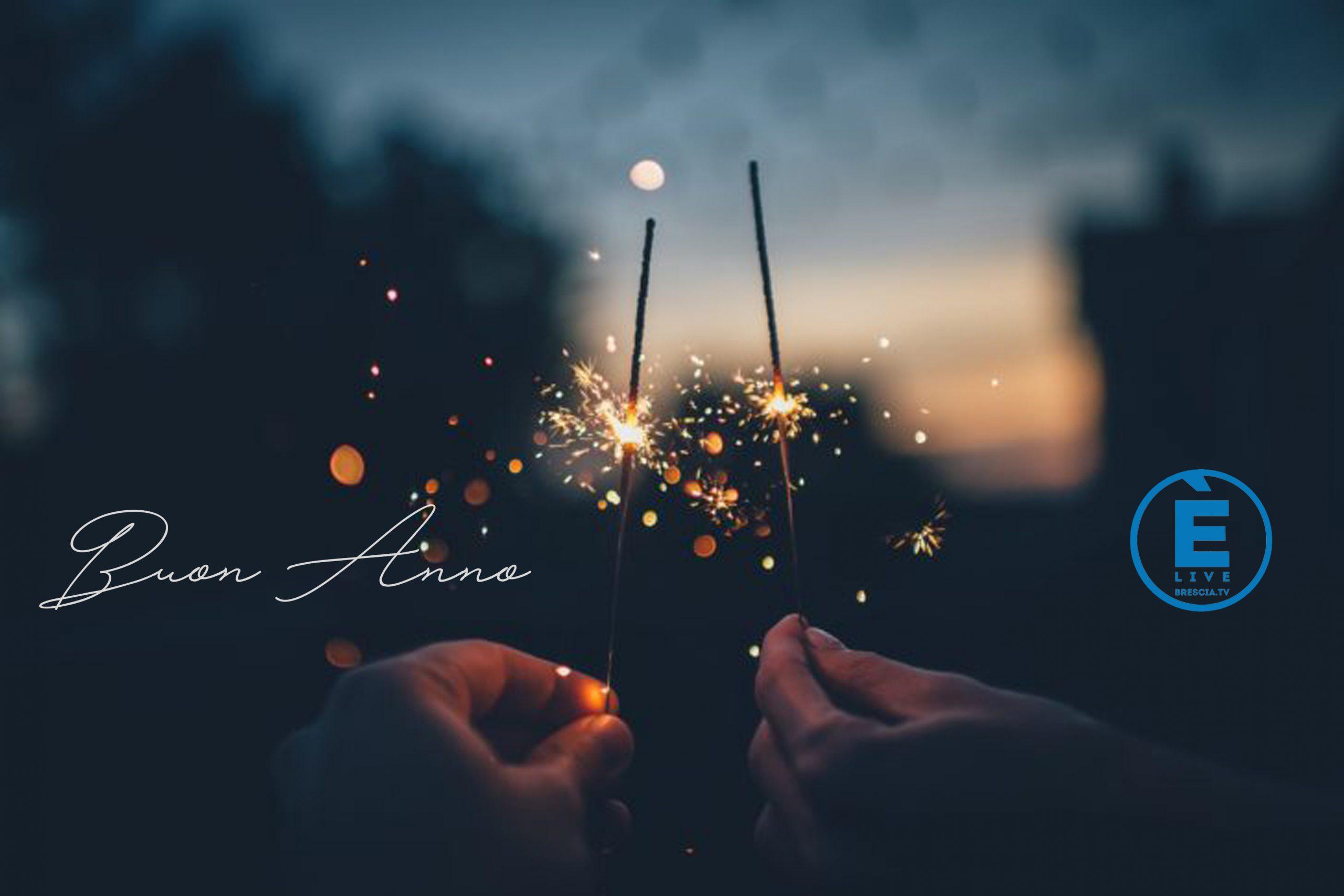 2021! I fuochi d'artificio visti da casa. Inviateci i vostri video al nostro whatsapp 393 1616197
