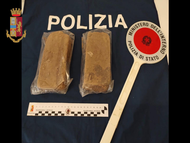 """Operazione """"Salto nel buio"""", via Milano era diventata un supermercato della droga"""