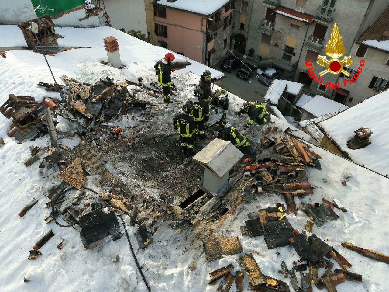 Tetto in fiamme a Lodrino, nessun ferito