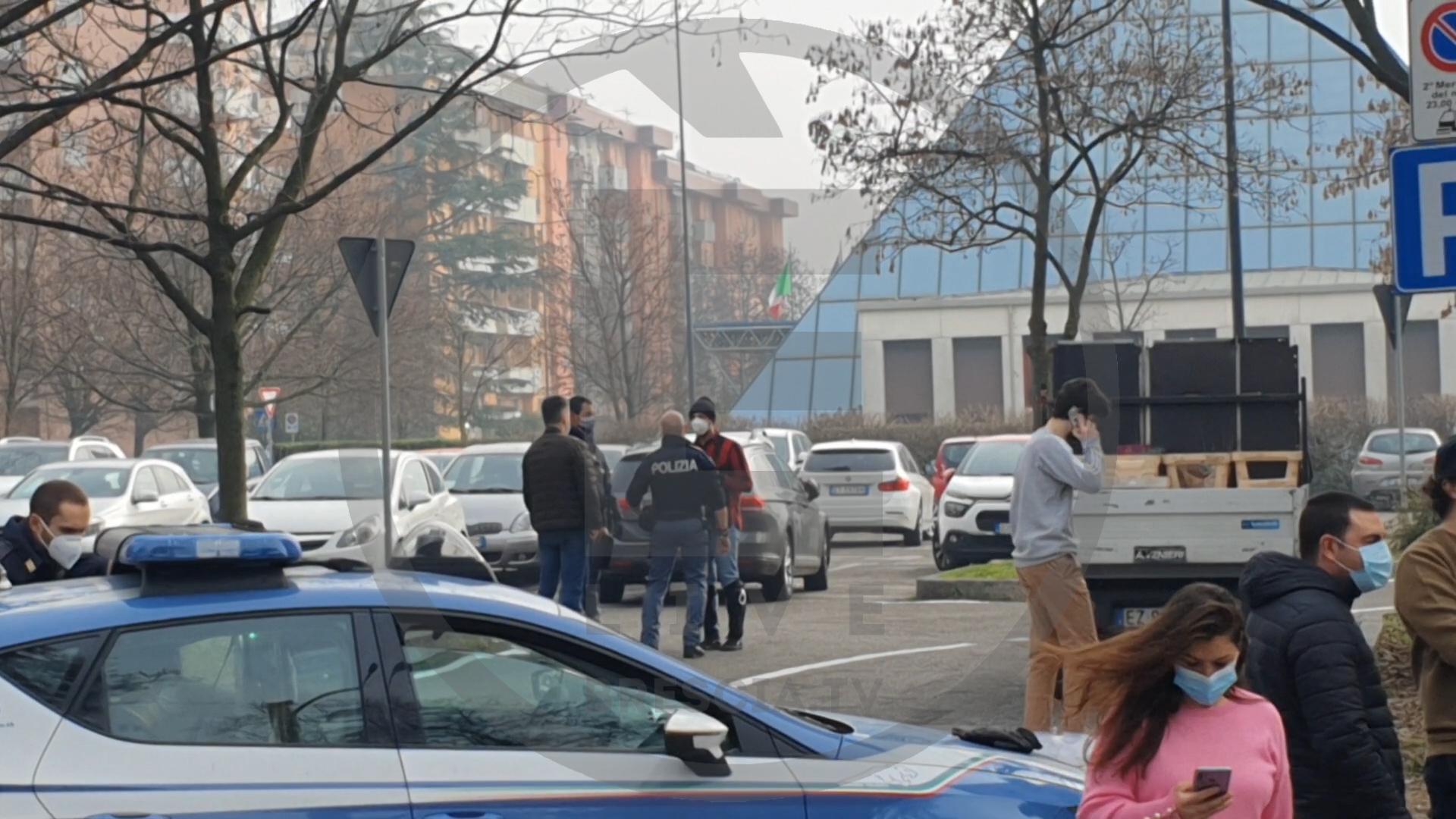 Vittorio Brumotti (Striscia la Notizia) aggredito in via Rizzo a Brescia