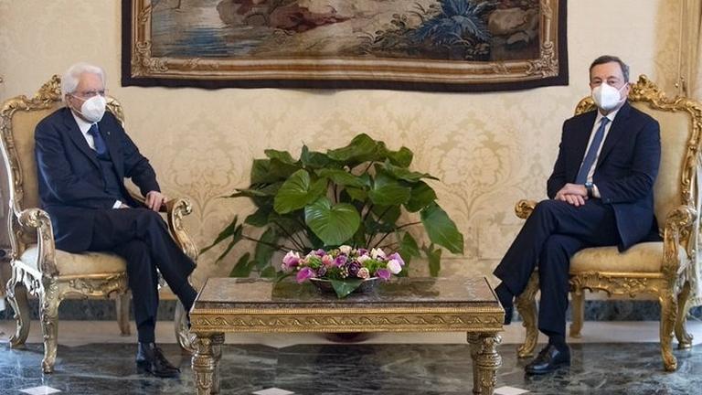 """Draghi accetta l'incarico con riserva: """"vincere la pandemia e rilanciare il Paese"""". Le prime parole"""