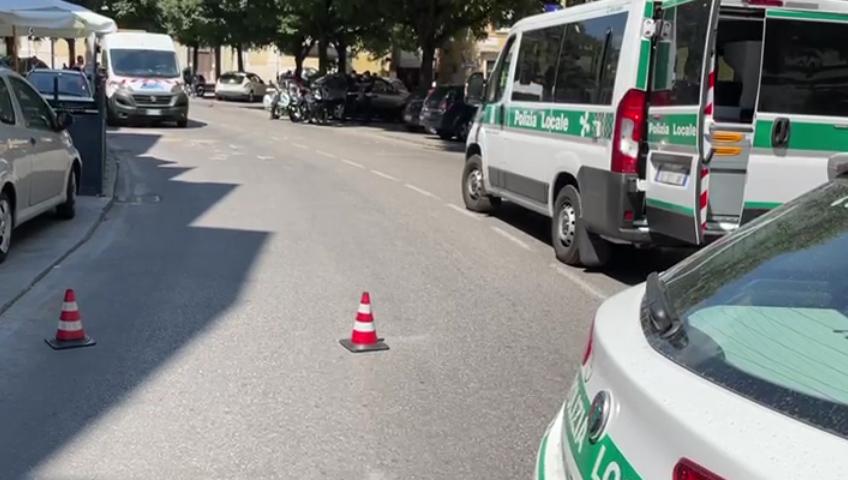 Incidente in via San Faustino, ciclista grave al Civile