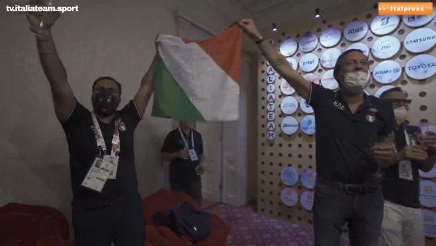 Olimpiadi, altri 2 ori. E a casa Italia si canta l'inno