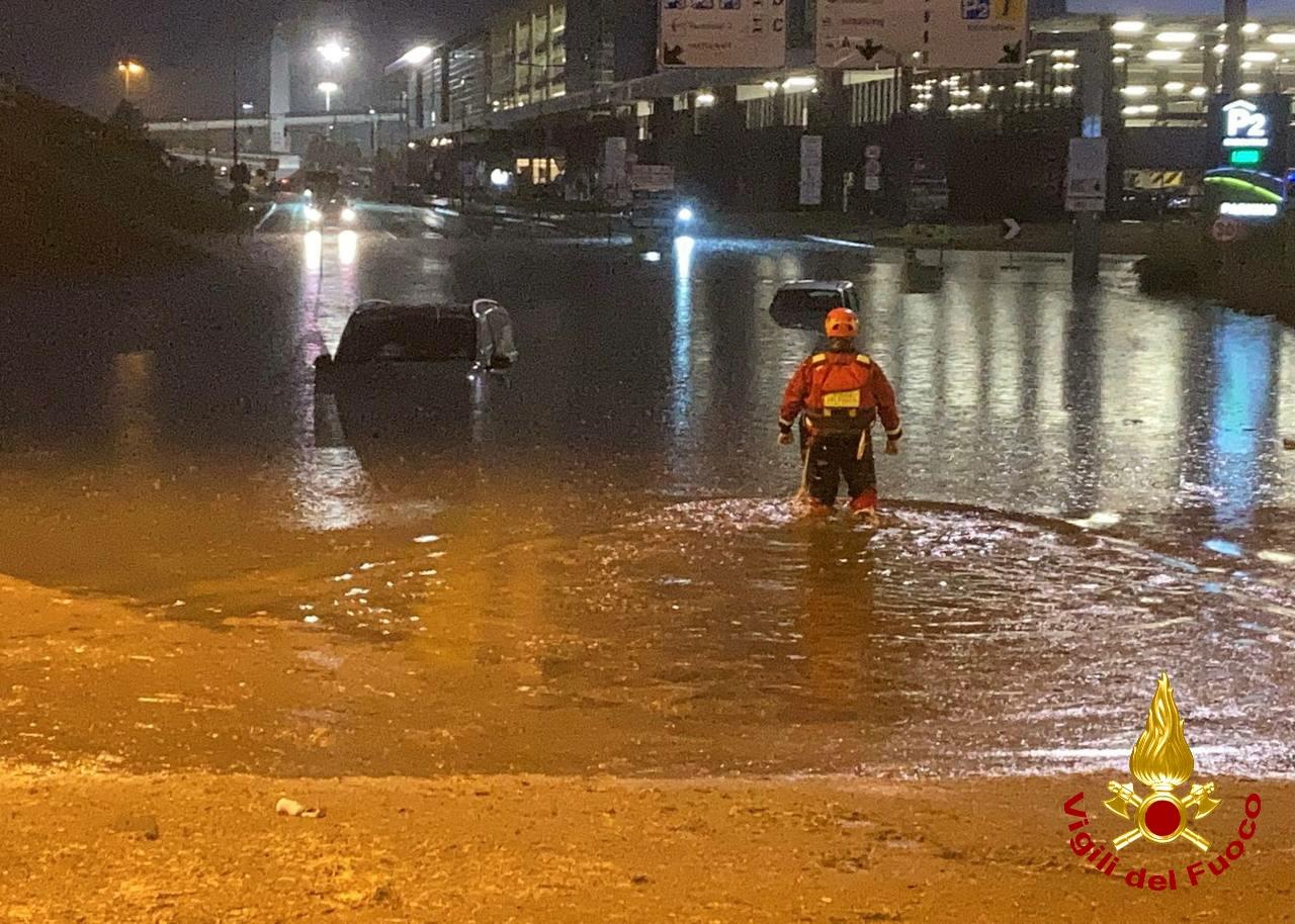 Nubifragio a Malpensa, Vigili del Fuoco salvano 30 persone bloccate in auto