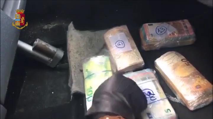 Tre chili di coca e 120mila euro nell'auto modificata del corriere della droga