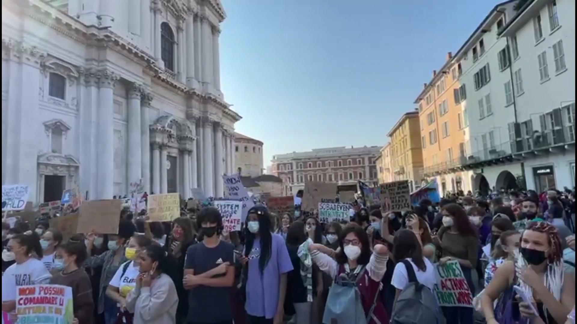 Fridays for Future, in miglia in piazza per il clima
